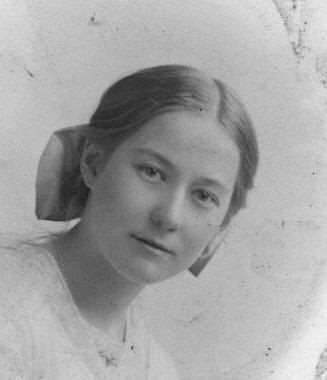 Elaine Victoria Lowis