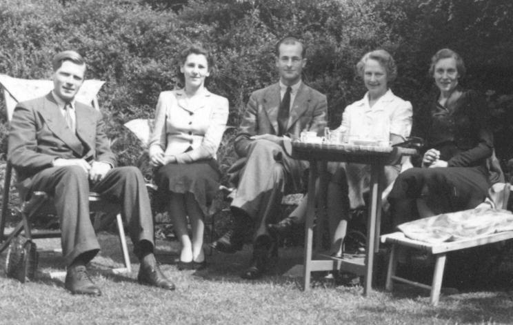 Morgan, Moira, Morgan's cousin Niels Collett, Ida Collett, and Morgan's mother Nora Man, Ida's sister.