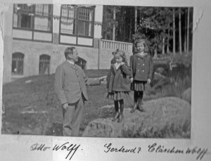 1905 Otto Wolff and his Two Daughters edited1