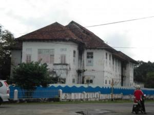 The Tinwinning building opposite the Muntok jail